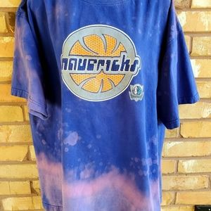 Dallas Mavericks Basketball Bleached Tee